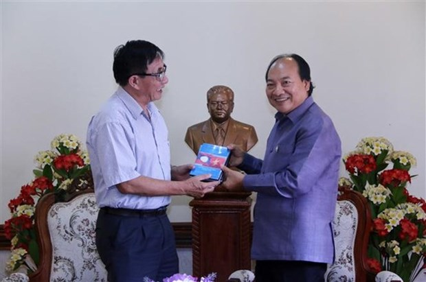 Le Vietnam remet au Laos un film sur le president Souphanouvong hinh anh 1