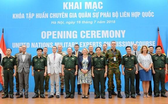 Ouverture d'un cours de formation des experts militaires de la mission de l'ONU a Hanoi hinh anh 1
