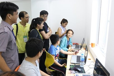 Des petits enfants vietnamiens accedent a la technologie 4.0 hinh anh 1