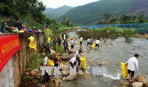 Les peuples vietnamo-chinois conjuguent des efforts pour proteger l'environnement hinh anh 1