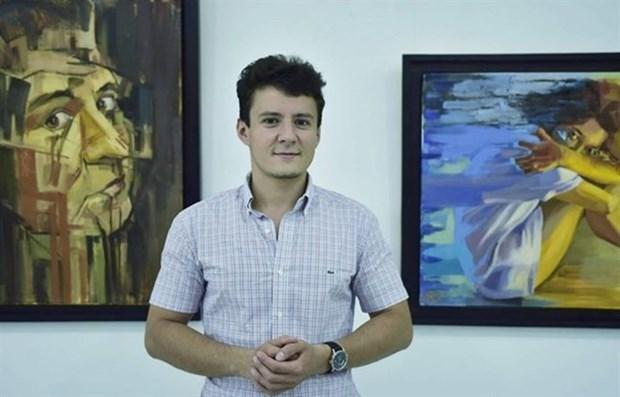 Un peintre roumain presente ses experiences au Vietnam hinh anh 1