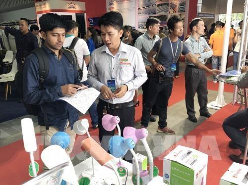 Ouverture des expositions internationales sur les technologies et l'energie a HCM-V hinh anh 1
