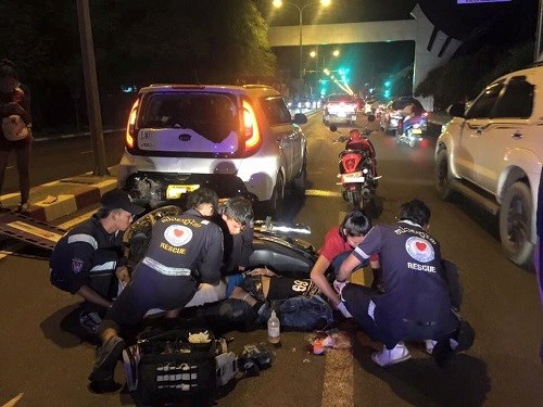 Vientiane alourdira les amendes contre les conducteurs ivres et en exces de vitesse hinh anh 1