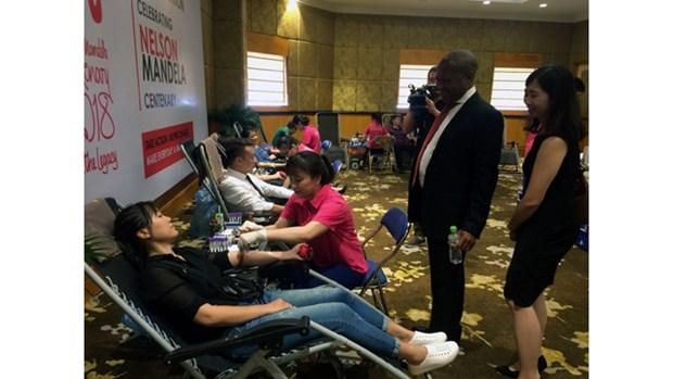 Dons du sang en l'honneur de la journee internationale Nelson Mandela hinh anh 1