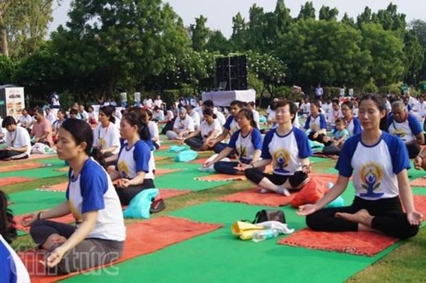 La quatrieme journee internationale du yoga celebree a Can Tho hinh anh 1