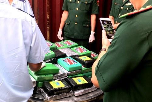 Ba Ria-Vung Tau: 100 pains de cocaine decouverts dans un conteneur hinh anh 1