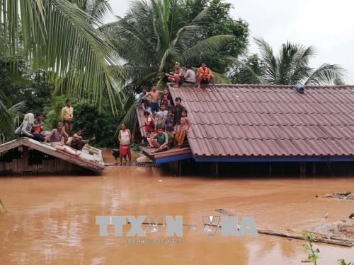 Hoang Anh Gia Lai loue un helicoptere pour evacuer ses travailleurs bloques au Laos hinh anh 1
