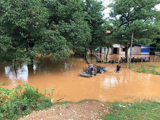 L'armee du Vietnam participe aux efforts de secours au Laos hinh anh 1