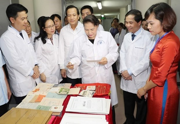 La presidente de l'AN visite le Centre national des Archives hinh anh 1