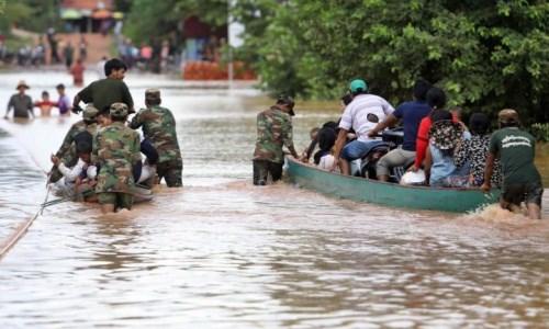 Au chevet des Viet kieu et des Cambodgiens demunis touches par des inondations hinh anh 1