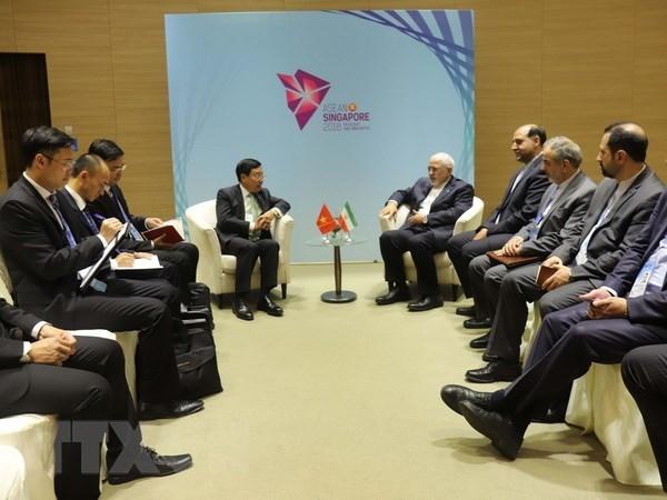 Le vice-PM Pham Binh Minh rencontre des chefs de la diplomatie japonaise et iranienne hinh anh 2