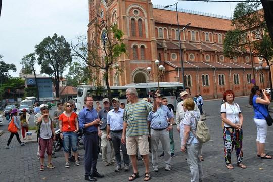 Ho Chi Minh-Ville accueille 4,45 millions de touristes etrangers en 7 mois hinh anh 1