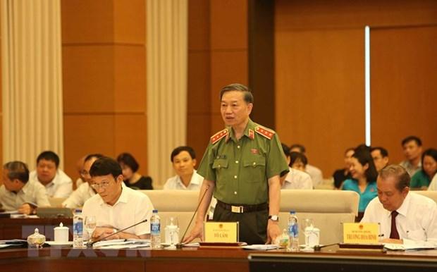 Le ministre de la Securite publique explique les questions relatives a la lutte anticriminelle hinh anh 1