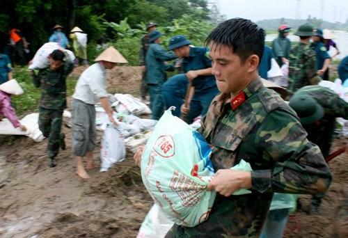 Les localites du Vietnam se preparent a l'arrivee du typhon Bebinca hinh anh 1