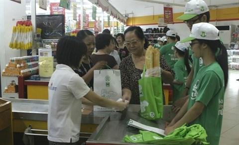 Sacs en plastique: changer les habitudes des consommateurs hinh anh 2