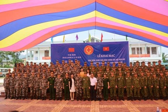 Vietnam-Chine : activites communes d'examen et de traitement medicaux dans la zone frontaliere hinh anh 1