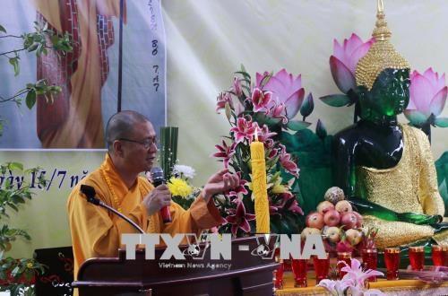 La communaute des Vietnamiens au Laos celebre la fete Vu Lan hinh anh 1