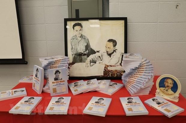 Parution d'un nouveau livre sur le President Ho Chi Minh au Canada hinh anh 1