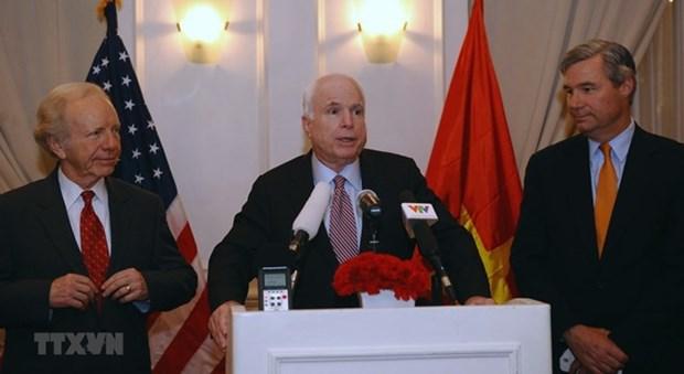 L'ambassade americaine ouvre un livre de condoleances pour le senateur McCain hinh anh 1