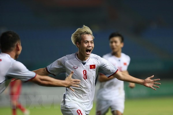 ASIAD 18 : felicitations a l'equipe de football masculin et a l'athlete Bui Thi Thu Thao hinh anh 1