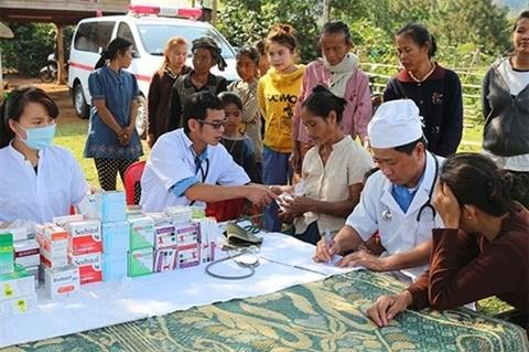 Infirmerie vietnamienne au Laos: au-dela des aides medicales hinh anh 1