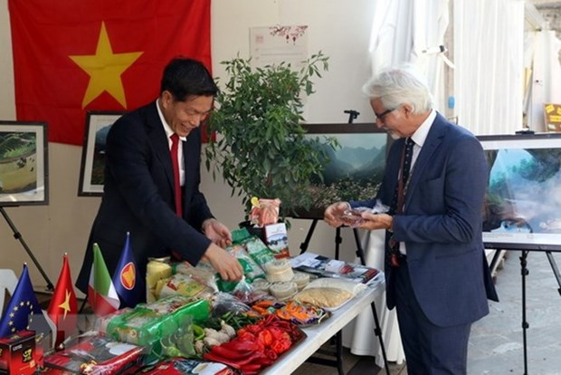 Le Vietnam participe a une foire internationale du piment en Italie hinh anh 1