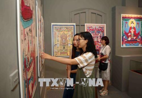 Exposition des peintures folkloriques du Vietnam a Hanoi hinh anh 1