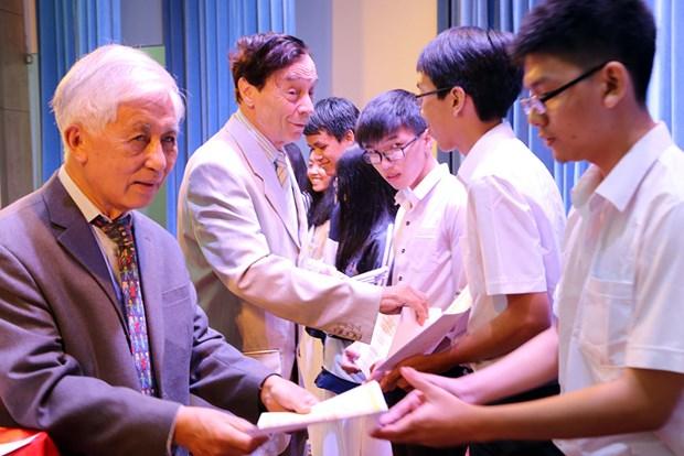 Remise de 179 bourses Vallet aux eleves et etudiants brillants du Tay Nguyen hinh anh 1