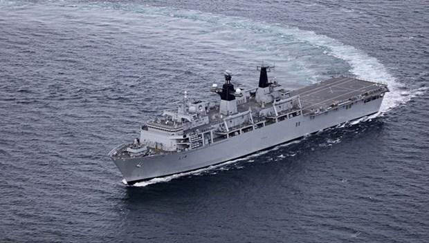 Le navire d'assaut amphibie HMS Albion de la Marine royale britannique a HCM-Ville hinh anh 1
