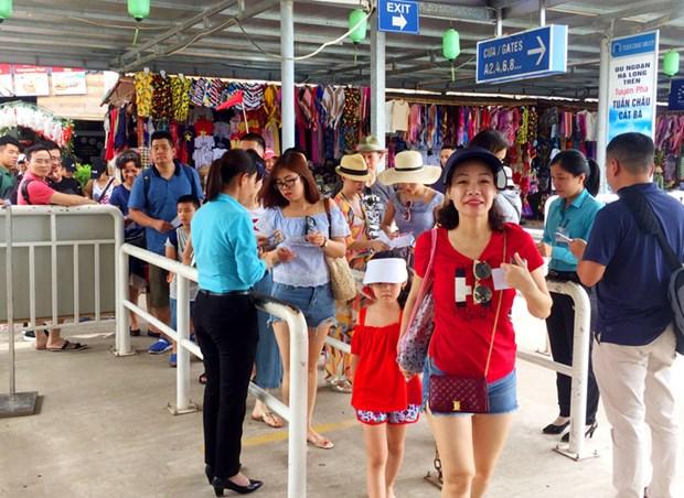 Fete nationale : les touristes sont nombreux a frequenter les sites iconiques hinh anh 1