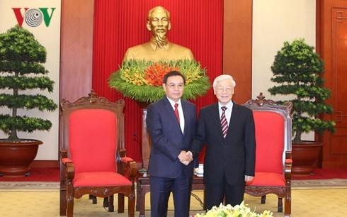 Le secretaire general du PCV recoit une delegation du Front d'edification nationale du Laos hinh anh 1