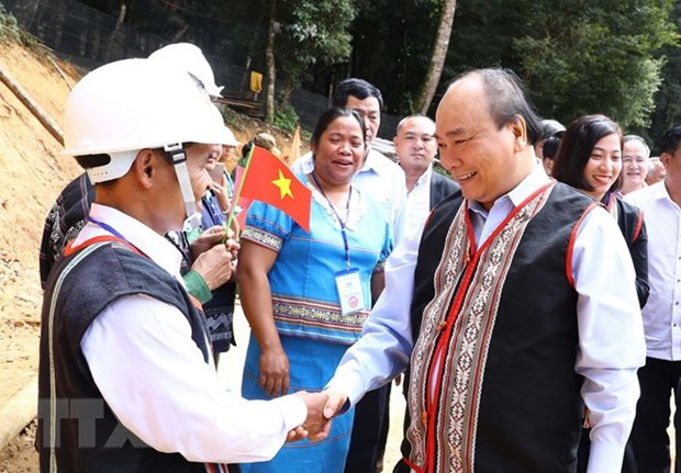 Le PM Nguyen Xuan Phuc: le ginseng de Ngoc Linh est un tresor du Vietnam hinh anh 1