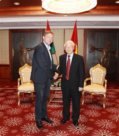 Le secretaire general du PCV recoit le president du Parti socialiste hongrois hinh anh 1