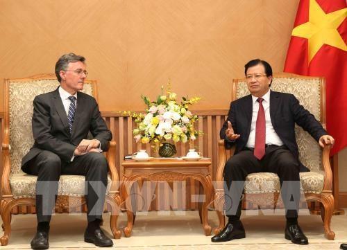 Le vice-PM Trinh Dinh Dung recoit le vice-president de la BAII hinh anh 1
