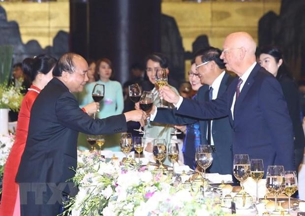 WEF ASEAN 2018 : le PM et son epouse president une soiree de la culture vietnamienne hinh anh 1