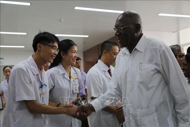 Une delegation cubaine se rend a l'hopital d'amitie Vietnam-Cuba Dong Hoi hinh anh 1