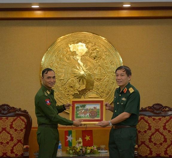 Des jeunes officiers militaires du Myanmar visitent l'Academie technique militaire hinh anh 1