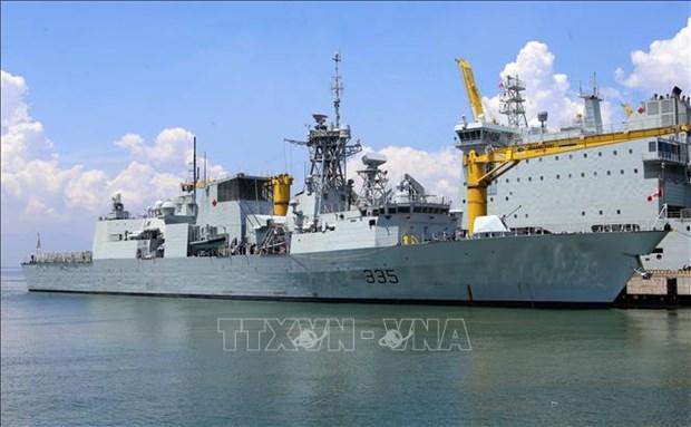 Une flotille de la Marine royale canadienne visite la ville de Da Nang hinh anh 1