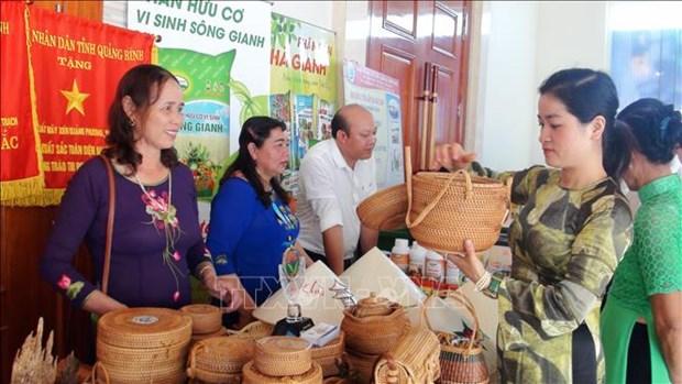 Opportunites pour les entreprises vietnamiennes et laotiennes de presenter leurs produits hinh anh 1
