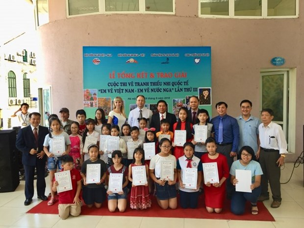 Remise des prix du concours de peinture sur le Vietnam et la Russie hinh anh 1