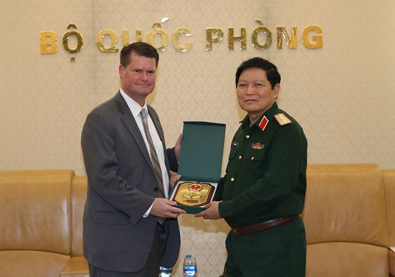 Dialogue sur la politique de defense entre le Vietnam et les Etats-Unis hinh anh 1