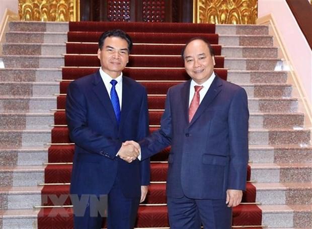 Le PM Nguyen Xuan Phuc recoit le ministre-president du bureau du PM laotien hinh anh 1
