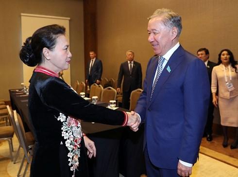 La presidente de l'AN rencontre le president de la Chambre des representants du Kazakhstan hinh anh 1