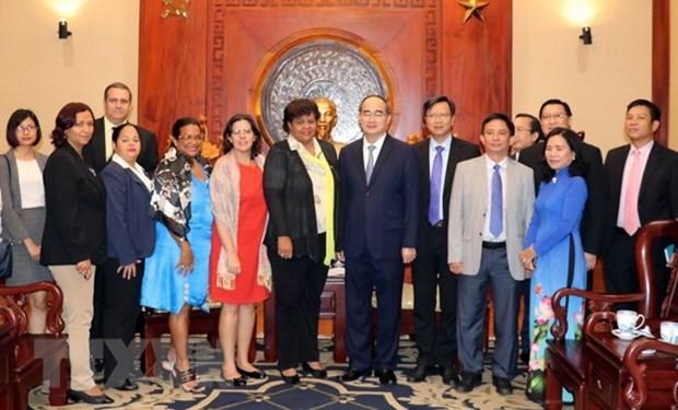 Un dirigeant de HCM-Ville recoit la delegation du Parti communiste de Cuba hinh anh 1