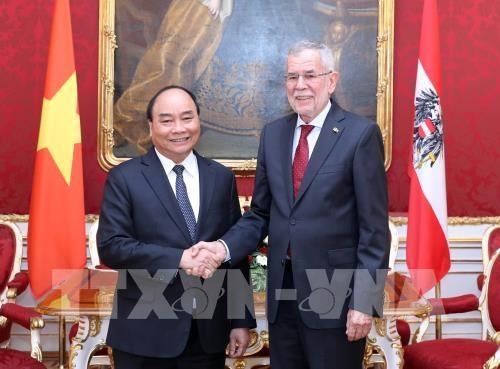 Le PM Nguyen Xuan Phuc venu saluer le president autrichien hinh anh 1