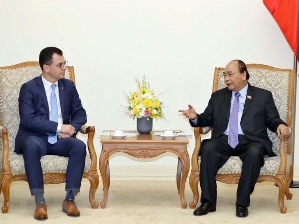 Le PM Nguyen Xuan Phuc recoit le ministre roumain du Commerce hinh anh 1