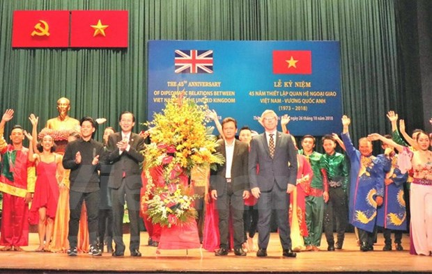 Celebration des 45 ans de l'etablissement des liens diplomatiques Vietnam-Royaume-Uni hinh anh 1