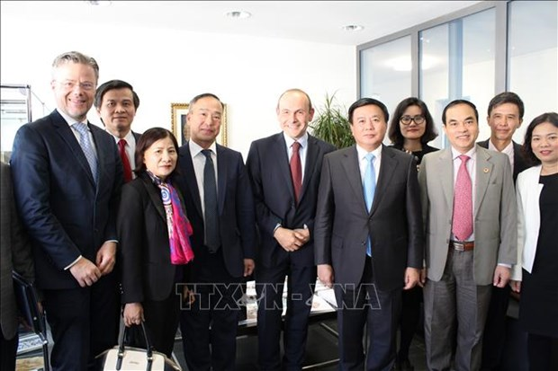 Une delegation du Parti communiste du Vietnam en visite de travail en Suisse hinh anh 1