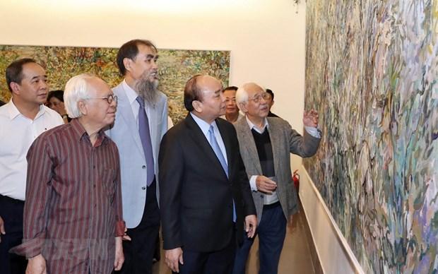 Le PM rend visite au musee des Beaux-arts du Vietnam hinh anh 1