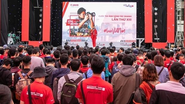 Plus de 3 800 jeunes vietnamiens au Canon PhotoMarathon a Hanoi hinh anh 1